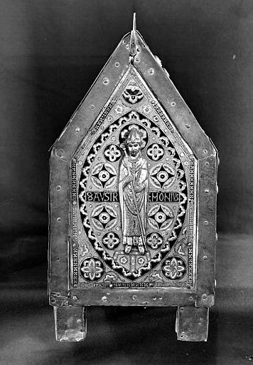 Châsse de saint Calmin en cuivre doré et émaillé, cuivre fondu ciselé, et émaux limousins : Saint évêque (pignon)
