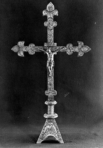 Croix d'autel en cuivre sur âme de bois