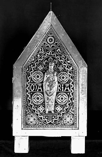 Châsse de saint Calmin en cuivre doré et émaillé, cuivre fondu ciselé, et émaux limousins : Vierge à l'Enfant (pignon)