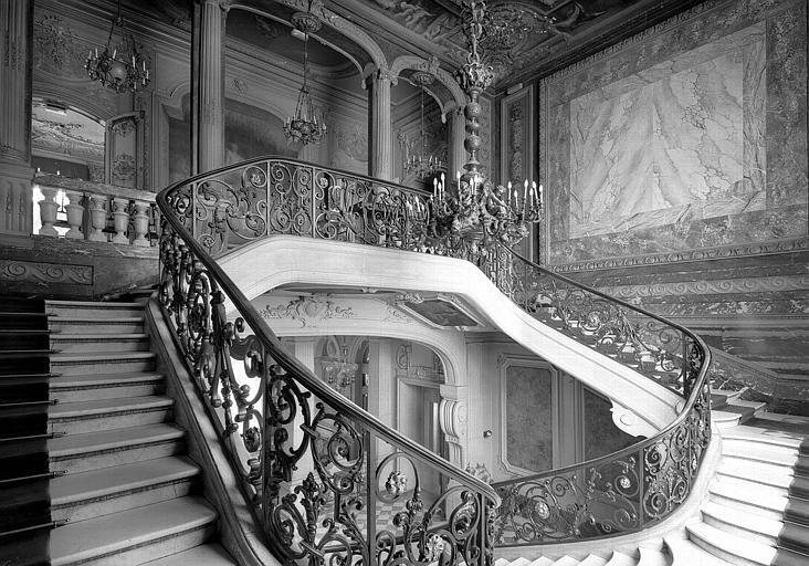 Vue sur l'escalier intérieur
