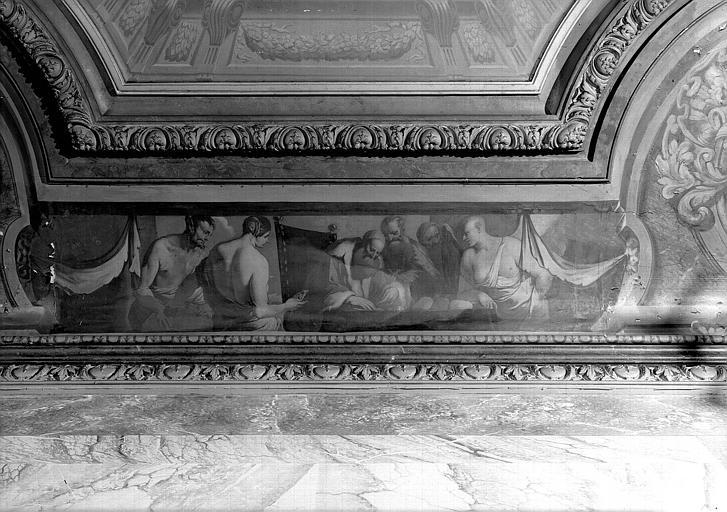 Peinture sur la corniche du plafond de l'escalier : Scène mythologique