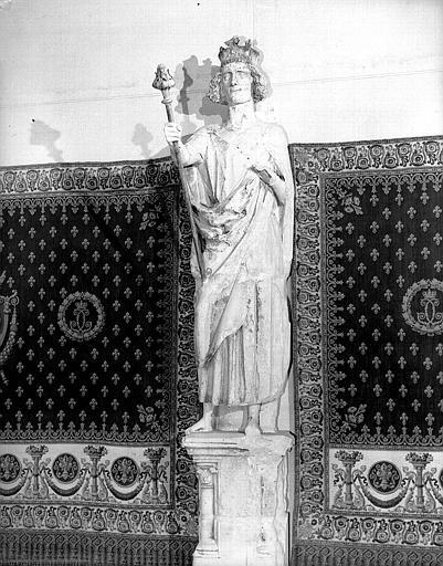 Statue de Roi dite Philippe-Auguste provenant du transept nord, 1e pinacle à l'est de la rose