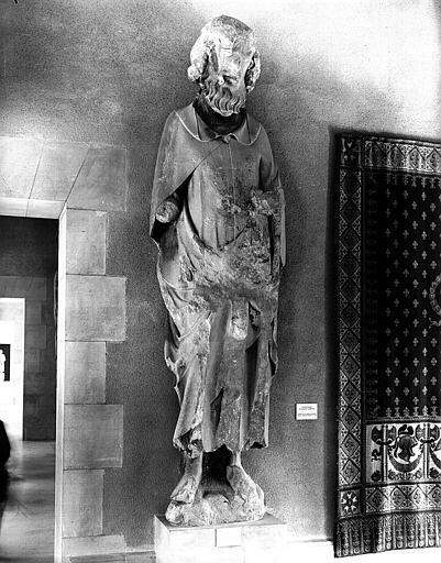 Statue d'un Roi de Juda (roi n° 39 ?) provenant de la galerie des Rois (façade occidentale de la tour sud)