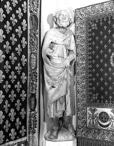 Statue d'un pèlerin d'Emmaüs provenant de la façade ouest (au sud de la rose)