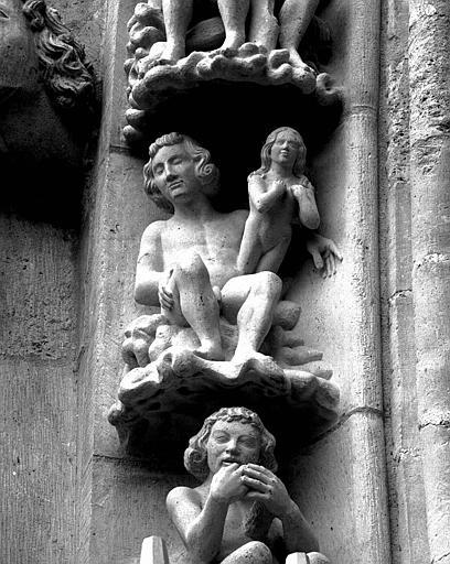 Portail du transept nord, 2e sujet de la voussure (à l'est de la rose) : Eve sortant de la côte d'Adam
