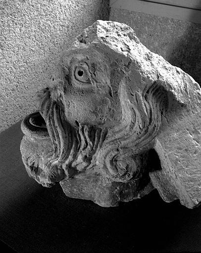 Tête d'homme en ronde-bosse, vu de profil