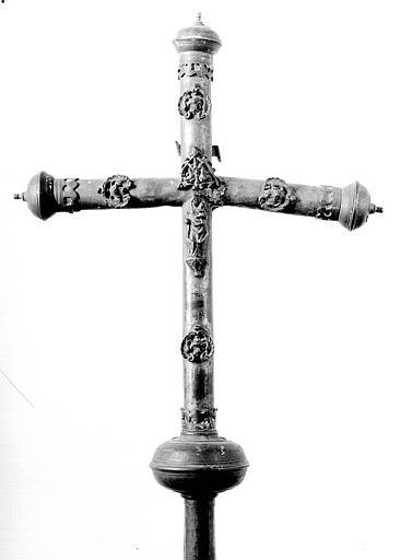 Croix processionnelle en laiton sur âme de bois (revers)