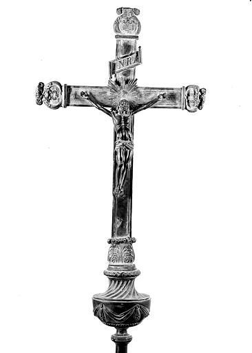 Croix processionnelle en argent