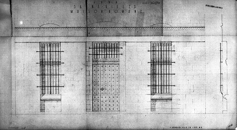 Elévation et coupe d'une partie de la façade (porte et fenêtres)