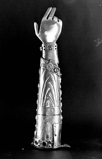 Bras reliquaire en cuivre doré