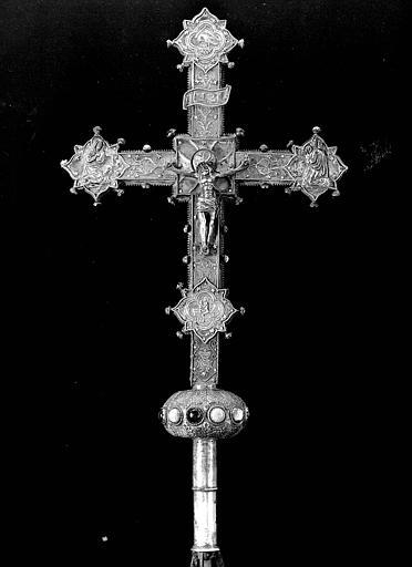 Croix en argent et cabochons
