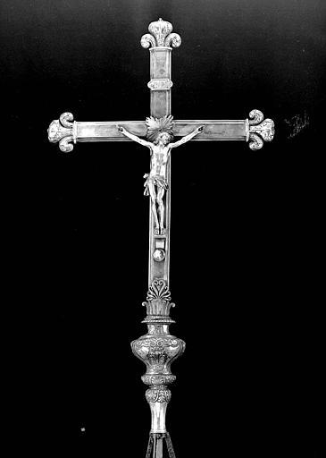 Croix processionnelle en bronze doré et argent