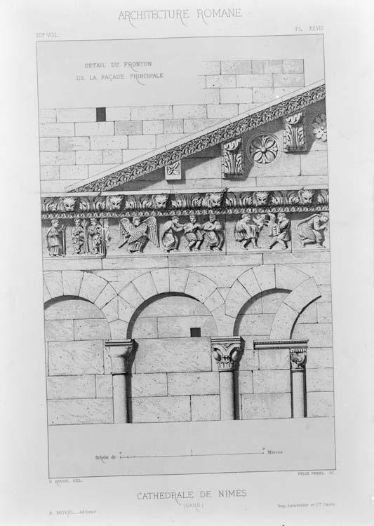 Détail du fronton de la façade principale