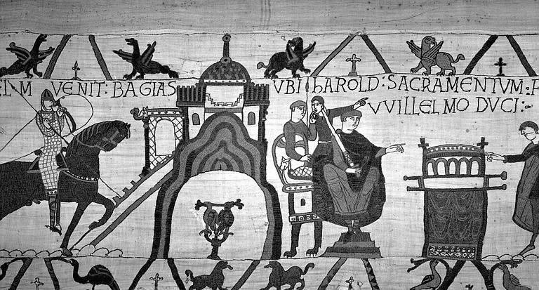 Tapisserie de Bayeux (avers),  28B : Guillaume se rend à Bayeux, Guillaume assis tenant une épée