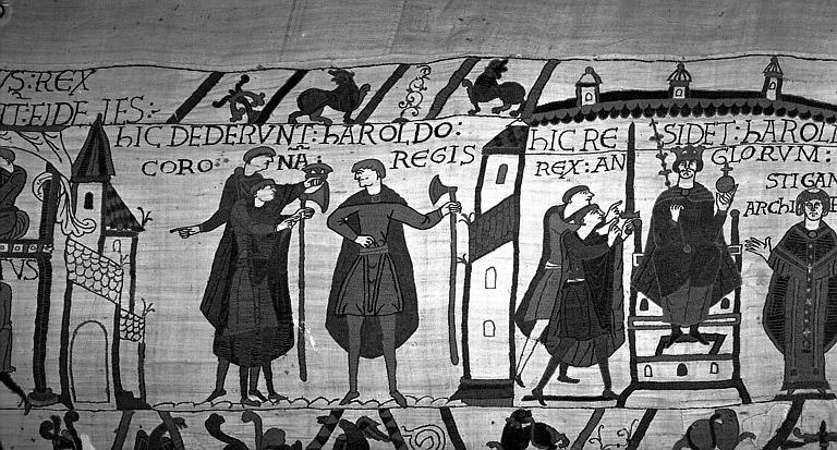 Tapisserie de Bayeux (avers),  34B : Harold se faisant couronner roi, Harold assis sur le trône tenant le globe et le sceptre