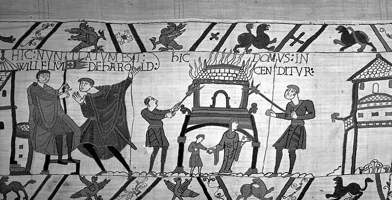 Tapisserie de Bayeux (avers),  57B : Guillaume assis écoutant le messager qui lui rapporte les mouvements des troupes d'Harold, deux hommes brûlant une maison gênent les mouvements de l'armée