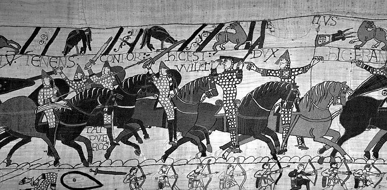 Tapisserie de Bayeux (avers),  76B : Guillaume, que l'on croyait blessé reparaît et lève son casque, il reprend le commandement