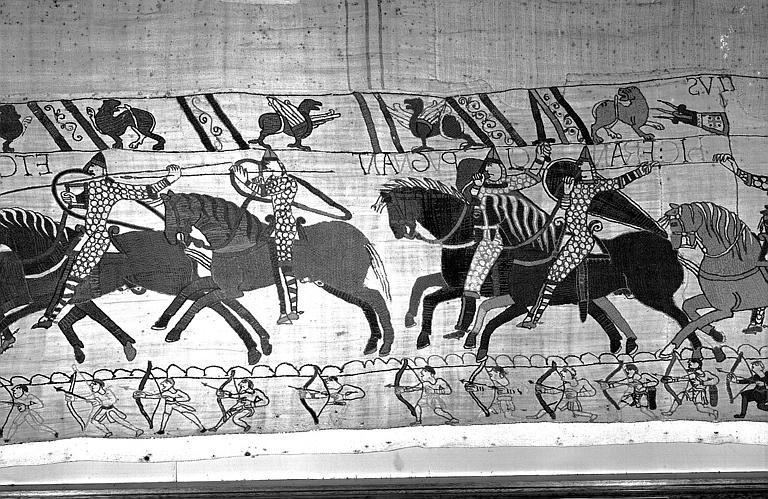 Tapisserie de Bayeux (avers),  77B : Cavaliers normands chargeant