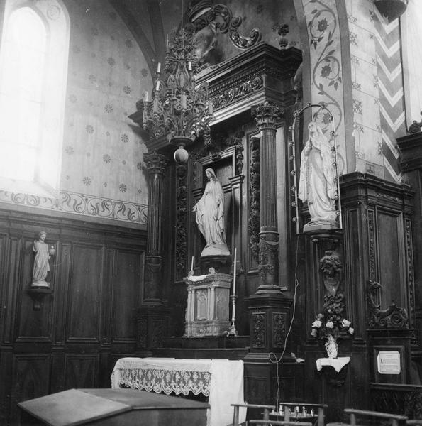 stalles, lambris de revêtement, deux statues : Vierge et Vierge en prière