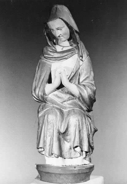 groupe sculpté : Vierge de Pitié assise