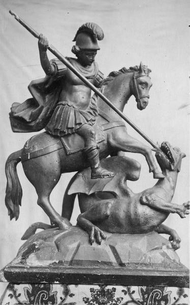 groupe sculpté : saint Georges combattant le dragon