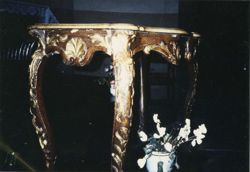 table, style Louis XV