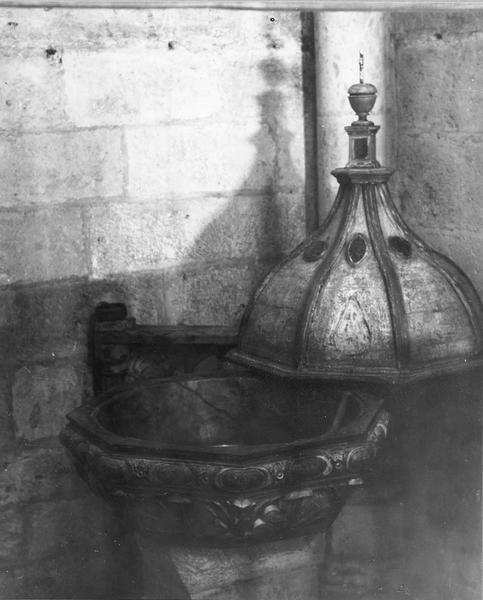 fonts baptismaux, avec couvercle ouvert