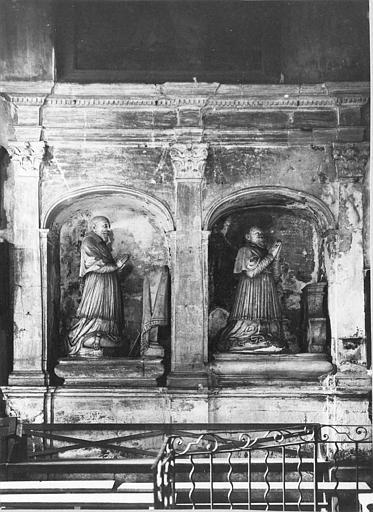 Tombeau de Barthélémy  et de Pierre Camelin, évêques de Fréjus, pierre sculptée