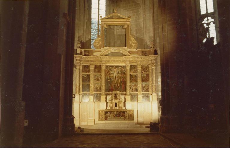 Retable du crucifix, 17 tableaux : Christ en croix, Scènes de la Passion
