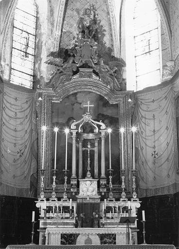 Autel, gradins, retable, tableau : Jésus donnant les clefs à saint Pierre (maître-autel)
