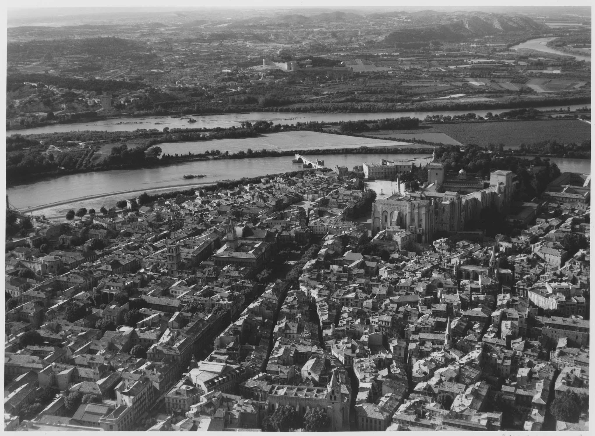 Église Saint-Didier; Église Saint-Pierre; Maison ou ancien Hôtel Calvet de la Palun; Palais des Papes
