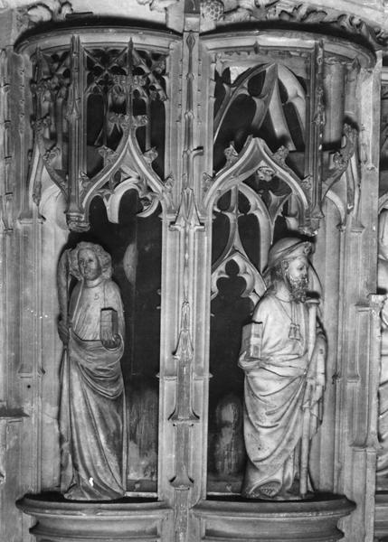 Chaire à prêcher, détail de deux statuettes