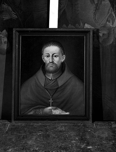 Peinture sur toile : Portrait d'évêque tenant à la main un manuscrit intitulé 'Enquête de ma ville épiscopale en 1583, 1590, 1592'