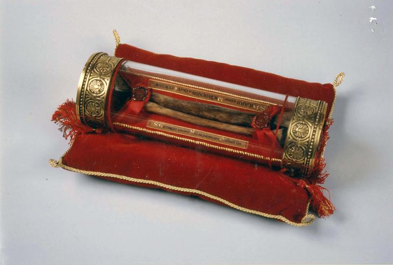 reliquaire cylindrique de saint Hilaire