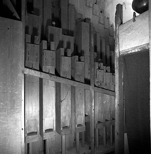 Orgue : Tuyauterie de pédale (grosse flûte en bois)