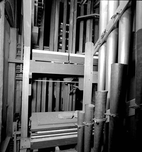 Orgue : Réservoirs à plis, tournants octogonaux de registres, machine Barker du grand orgue, tuyaux d'anches de pédale