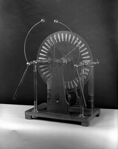Machine de Winshurst (Salle de Physique)