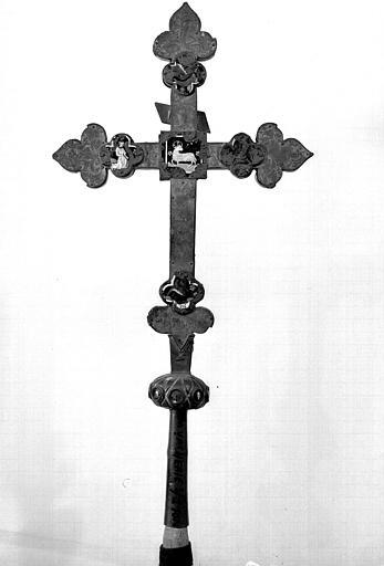 Croix processionnelle en cuivre argenté et émaux (revers)