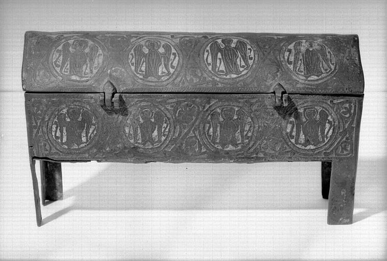 Châsse en cuivre doré et émaillé contenant les reliques de saint Benoît et de saint Martin (face arrière)