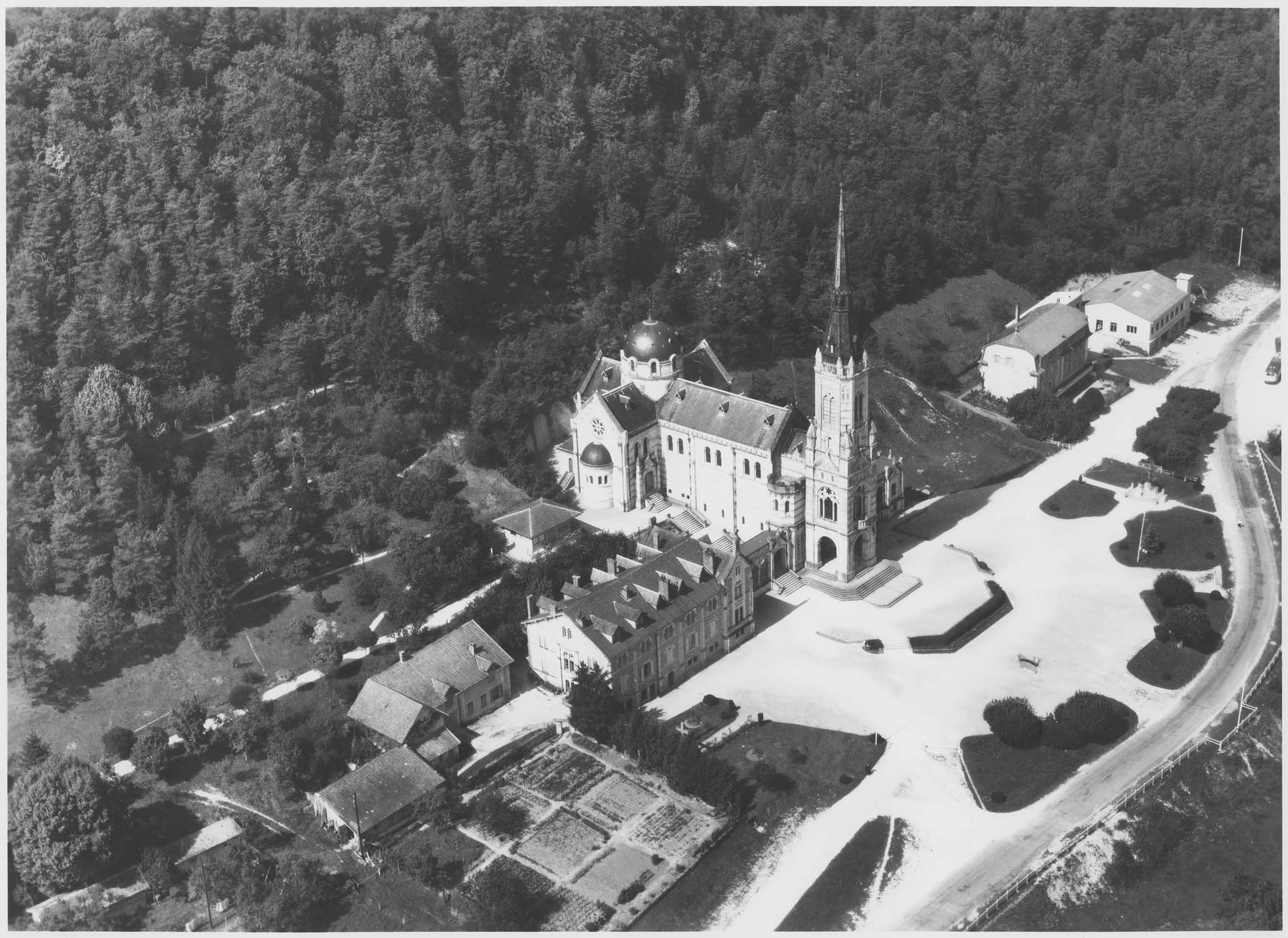 Basilique Sainte-Jeanne d'Arc ou du Bois-Chenu