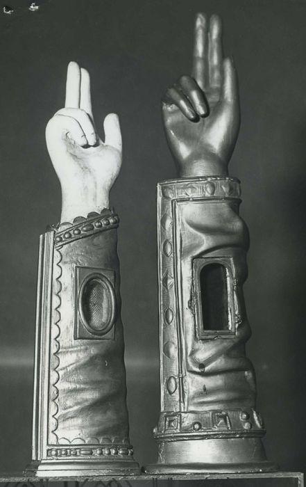 deux bras-reliquaires