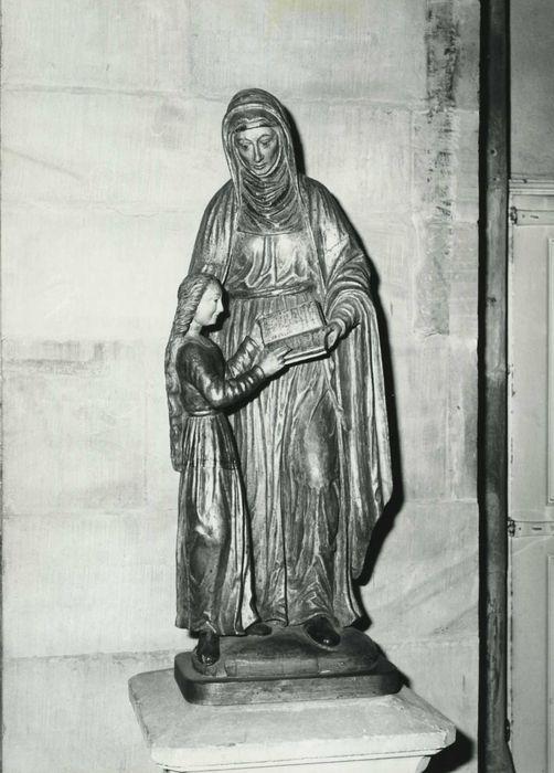 statue : L'Education de la Vierge
