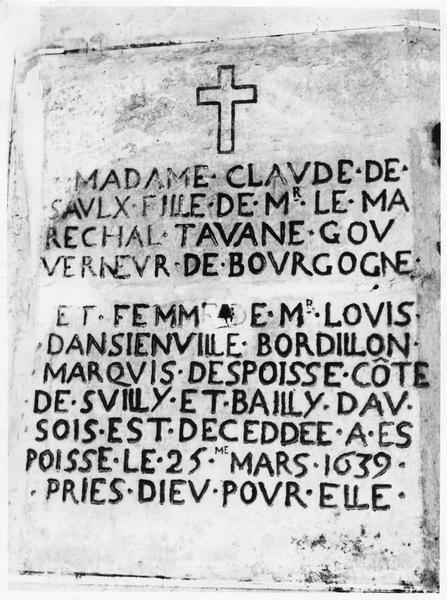 dalle funéraire de Claude Saulx, fille du Maréchal de Tavannes et femme de Louis d'Ancienville de Bourdillon