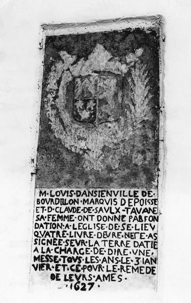 plaque commémorative de fondation de messes pour Louis d'Ancienville, marquis d'Epoisse et Claude de Saulx-Tavannes, sa femme