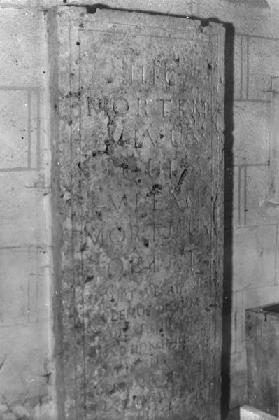 dalle funéraire de G. Binet, curé de Beugnon