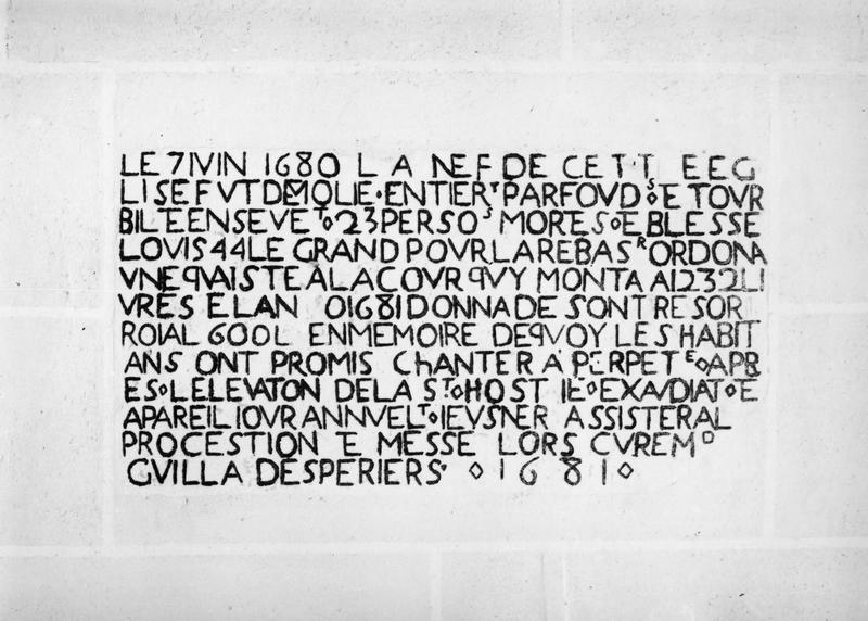 plaque commémorative de la destruction de l'église en 1680 et de sa reconstruction en 1681