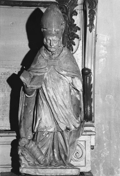 statue : Saint évêque ressuscitant un enfant