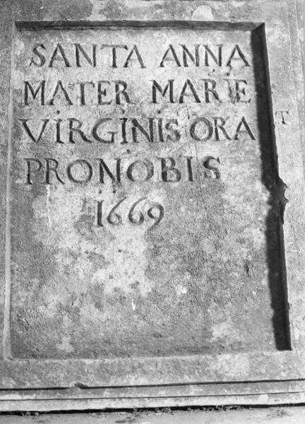 plaque commémorative en reconnaissance à sainte Anne