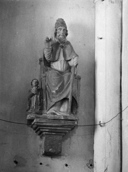 groupe sculpté : Pierre au donateur