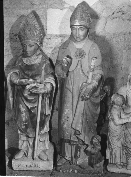 groupe sculpté : saint Valérien au donateur